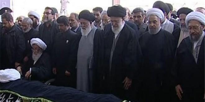 رهبر انقلاب بر پیکر مرحوم طبسی نماز اقامه کرد